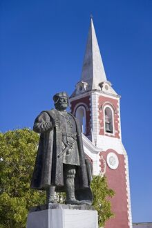 A statue of Vasco de Gama stands in front of the old
