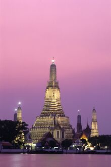 Temple of Dawn (Wat Arun) & Chao Phraya River / Night View