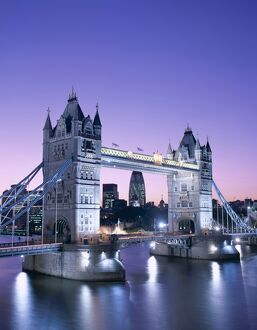 Tower Bridge & Thames River / Night View