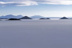 View across the great white expanse that is the Salar de Uyuni