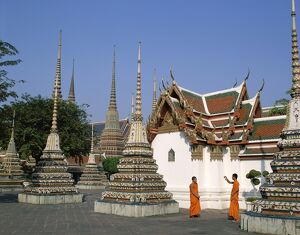Wat Pho / Chedis / Monks