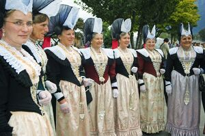 Women in traditional costume at the Unspunnen Bicentenary Festival