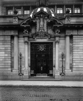 View of the Glasgow Savings Bank, Ingram Street, Glasgow. Date: 1900