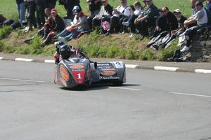 Dave Molyneux at Sulby Bridge: 2007 Sidecar race A