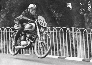 The Smokin' Bantam! Harvey Williams (BSA) in practice, 1952 Ultra Lightweight TT