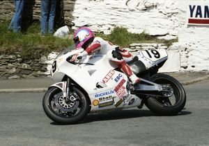 The White Charger: Steve Hislop (Abus Norton) 1992 Senior TT
