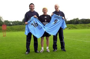 Keith O'Neill and Lee Hughes with manager Gordon Strachan
