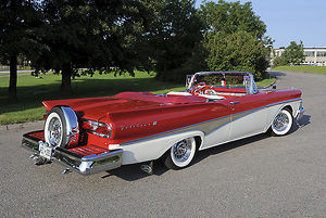 Ford Fairlane 500 Convertible 1958 Red & white