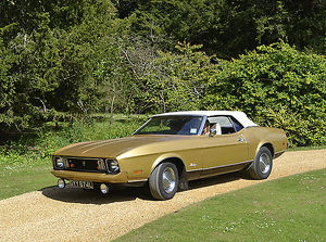 Ford Mustang Convertible 1973 Gold & white