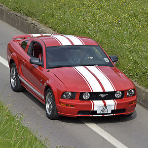 Ford Mustang GT 2006 Red white stripes