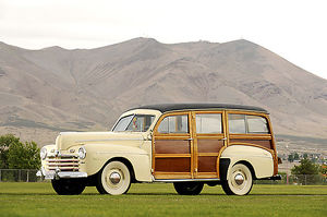 Ford Woodie Super Deluxe Station Wagon 1946 White & brown