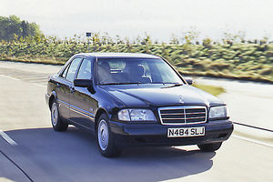 bike photo library/mercedes benz 190e moving tracking shots 1995