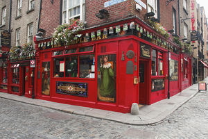 Europe, Ireland, Dublin. Exterior of popular Temple Bar in the Temple Bar district