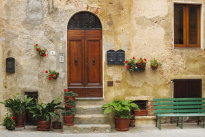 architecture/europe italy pienza house door credit as