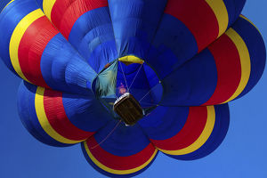 places/hot air balloon bringing color sky