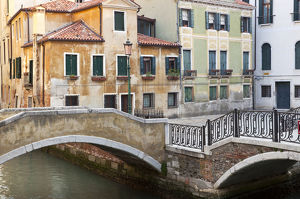 architecture/italy venice canal bridge buildings credit as
