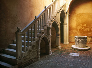 architecture/italy venice casa goldoni courtyard credit as