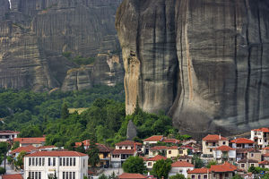 places/rock pillars town kalabaka meteora greece