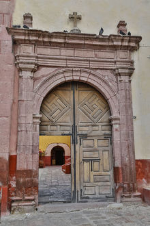 architecture/san miguel allende mexico open doorway plaza