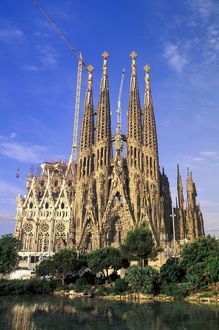 spain barcelona sagrada familia cathedral designed