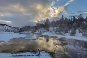landscape/sunrise clouds reflect grassy spring winter yellowstone