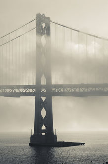 USA, California, San Francisco, Embarcadero, Bay Bridge in fog