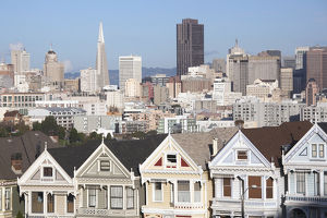 USA, California, San Francisco, The Haight, houses at Alamo Square