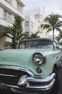USA, Florida, Miami Beach: South Beach, 1956 Buick Convertible