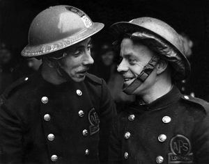 Two AFS firefighters exchange experiences, WW2