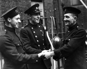 Two London firefighters awarded George Medal, WW2