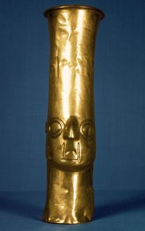 ANDES: GOLD EFFIGY, 1400. Pre-Columbian gold effigy vase. From Chimu, Peru, c1400.