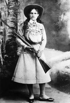 ANNIE OAKLEY (1860-1926). American markswoman. Photographed in 1899.