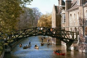CAMBRIDGE UNIVERSITY. Mathematical Bridge.