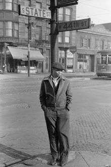 whats new b/chicago 1941 man standing corner state 44th