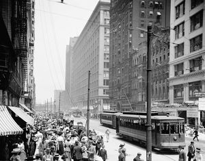 us cities/chicago state street c1915 busy crowd state street