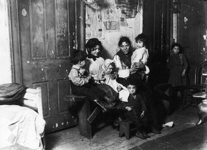 us cities/chicago tenement 1910 italian immigrant family