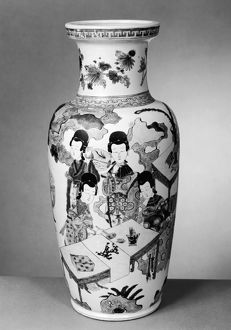 Chinese porcelain vase from the reign of Emperor K'ang Hsi (1661-1722), featuring
