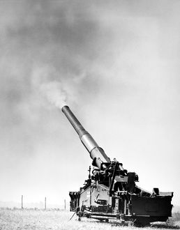 Demonstration of the U.S. Army's 280mm atomic gun at Aberdeen, Maryland, 1950s.