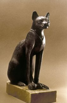 EGYPTIAN BRONZE STATUETTE Statuette of a cat, possibly of the goddess Bastet