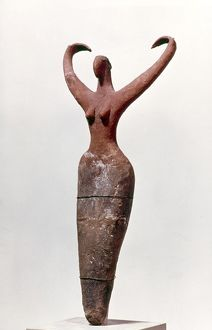 EGYPTIAN FIGURE of a woman, found at Mamarija. Painted clay. 4th millenium B.C.