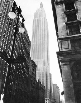 modernism/empire state building 1931 photographed corner
