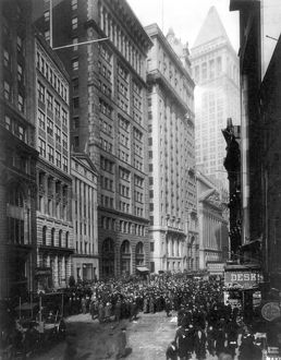 finance commerce/financial center c1920 crowd men involved curb