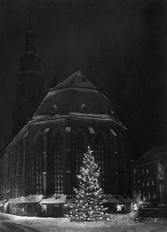 GERMANY: HEIDELBERG, c1920. Christmas tree in front of the Church of the Holy Spirit