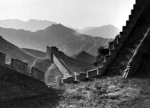 THE GREAT WALL OF CHINA. Photograph, n.d.
