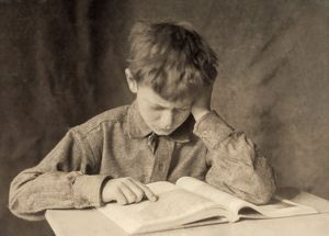 miscellaneous/hine reading c1924 boy reading photograph