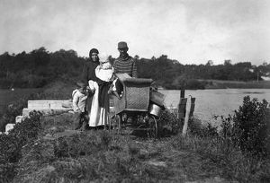 agriculture/migrant family 1911 family migrant berry pickers
