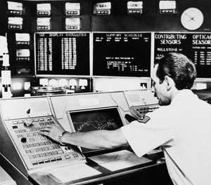 Monitoring tracking information on Skylab, the U