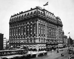 NEW YORK: ASTOR HOTEL. The Astor Hotel, erected in 1904, on Broadway between 44th