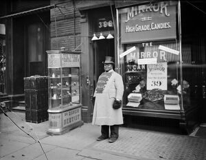 NEW YORK: DENTIST OFFICE. A man advertising Franklin's Dental Parlor on 5th Avenue