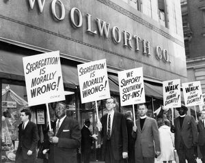Picket line in front of the Woolworth Building in New York City, 14 April 1960